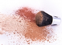 2879252-makeup-brush-and-powder-isolated